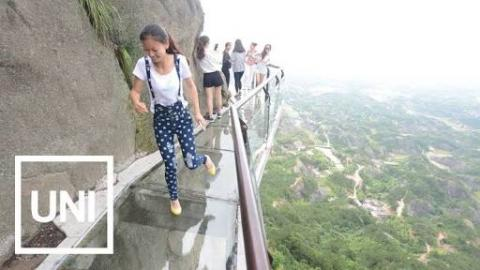 Tour Guide Freaks Out On A Glass Walk After It 'Cracks'