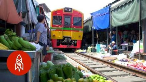 Unbelievable Train Passes Through Busy Market in Thailand